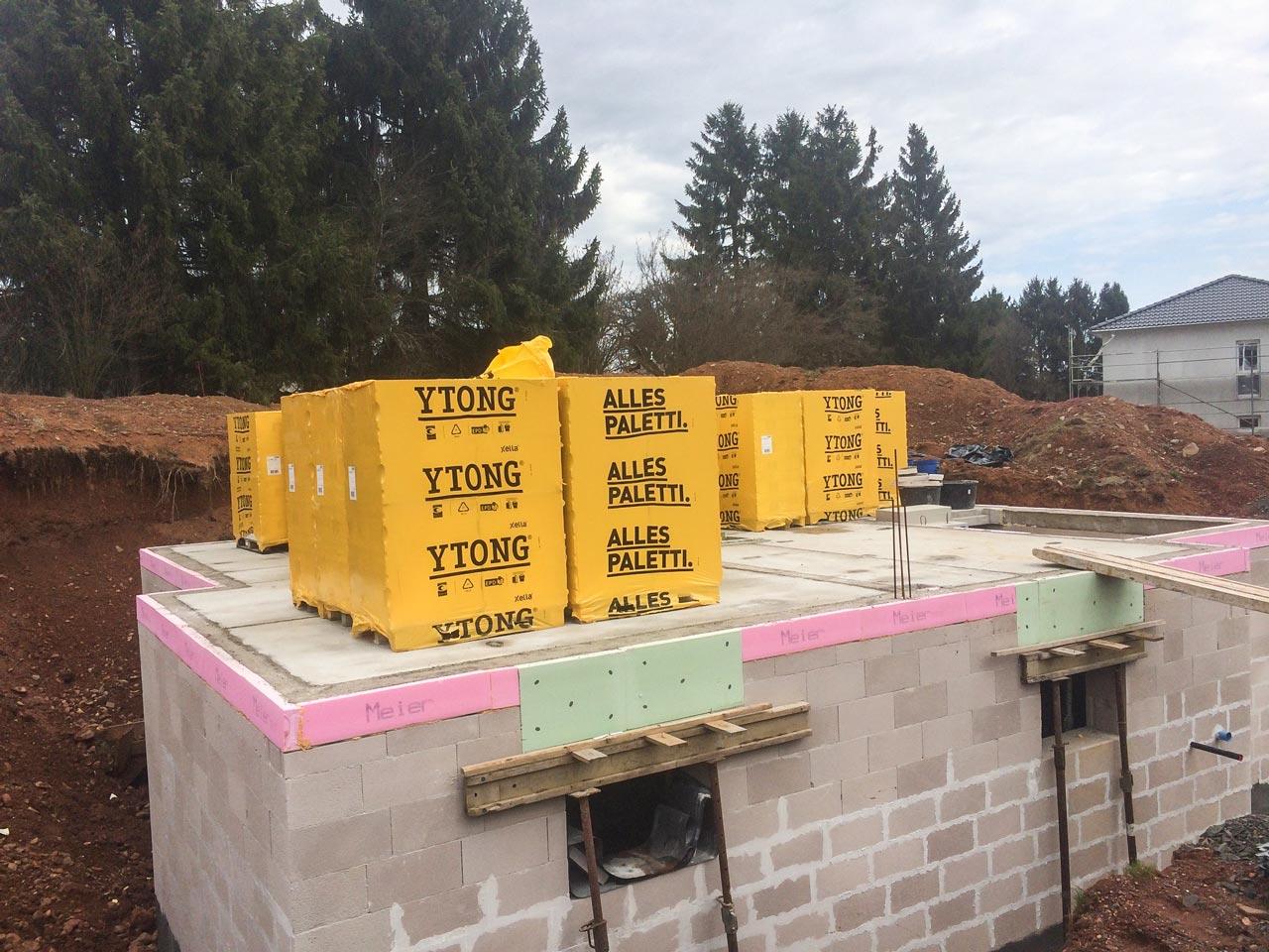 Kellerbau - Ringanker für den Keller ist gegossen